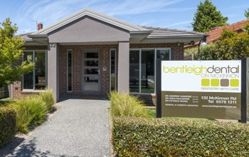 The entrance to Bentleigh Dental on McKinnon